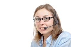 En nätt ung receptionist ler på kameran Royaltyfria Bilder