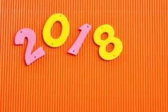 2018 en números rosados y amarillos Fotografía de archivo