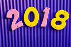 2018 en números rosados y amarillos Foto de archivo