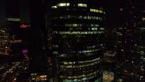 En nattantenn sköt av skyskrapor av MoskvaInternationalaffärscentrumet stock video