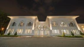En nattsikt på den blåa moskén, Shah Alam, Malaysia arkivbild