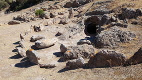 En neolitisk gravvalv i Montessus nekropol Royaltyfri Bild
