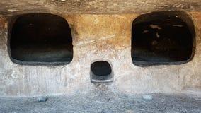 En neolitisk gravvalv i Montessus nekropol Denna är en helig gravvalv, och den har formen av en skalle Arkivbild