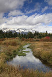 En ånga och nedgångfärger i den storslagna Tetons nationalparken, Wyoming Royaltyfri Bild