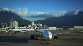 En nivå ankom till Hong Kong International Airport i Chek Lap Kok Island stock video