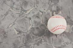 En ny vit och röd mjuk rubber baseball klumpa ihop sig arkivbild