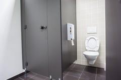 En offentlig toalett royaltyfri foto