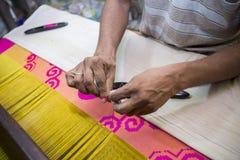En ombyggnad för Jamdani sareearbetare en gungarulle Arkivfoto