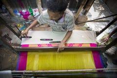 En ombyggnad för Jamdani sareearbetare en gungarulle Arkivfoton