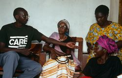 En OMSORGvolontär i Rwanda. Arkivbilder