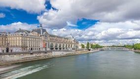 `en Orsay för musee D är ett museum i Paris timelapsehyperlapse, på vänstersidabanken av Seinen france paris arkivfilmer