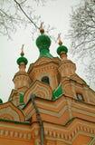 En ortodox kyrka i Moskva Royaltyfria Foton