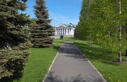 En palacio el parque en el palacio de la cultura nombró Okuneva Nizhny Tagil Foto de archivo