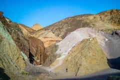 En palett av kulört vaggar i den Death Valley nationalparken Royaltyfri Foto