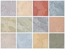 En palett av texturer av den kulöra travertinen är en dekorativ beläggning för väggar arkivfoton