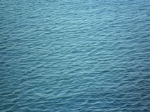 En panel av blått färgar, bildat från vattnet royaltyfria bilder