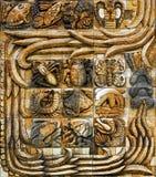 En panel av Mayan konst från steletornet på ingången från den Animaya zoo i Merida Mexico Arkivbilder