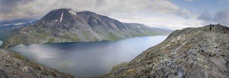 En panorama av Bessvatnet Arkivfoton