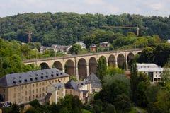 En panorama av den gamla bron i Luxembourg Royaltyfri Bild