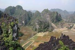 En panorama från Hang Mua, Ninh Binh, Vietnam royaltyfria foton