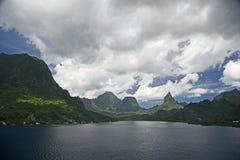 En panoramautsikt av den Opunoho fjärden, Moorea ö, samhälleöar, Polynesien royaltyfri foto