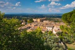 En panoramautsikt av ett San Gimignano, Tuscany byarv av UNESCO fotografering för bildbyråer