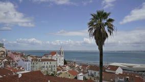 En panoramautsikt av Largo das Portas gör solenoid i Lissabon arkivfilmer