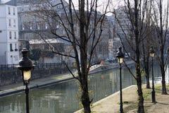 En París Francia el canal San Martín Fotos de archivo libres de regalías