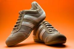 Den tillfälliga bruntet skor Arkivbild