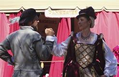 En pardans på den Arizona renässansfestivalen Fotografering för Bildbyråer