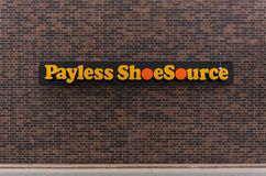 En Payless Shoesource lagerframdel arkivfoton