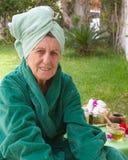 En pensionär i en brunnsortstudio för öppen luft Royaltyfri Bild