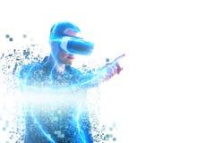 En person i faktiska exponeringsglas flyger till PIXEL Mannen med exponeringsglas av virtuell verklighet Framtida teknologibegrep fotografering för bildbyråer