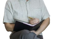En person skriver, gör anmärkningar i en anteckningsbok royaltyfria foton
