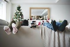 En person som drar en färgrik Santa Claus `-framsida Royaltyfri Foto