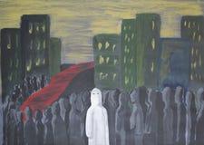 En person står ut bland folkmassan Arkivbilder