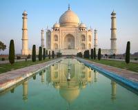 En perspektivsikt på den Taj Mahal mausoleet Arkivfoto