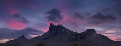 En Picacho maximumdelstatspark för Dawn Shot, Arizona arkivfoto