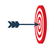 En pil är i mitten av en darttavla var målet för begreppet för den center cirkeln valda det folk färdig beskickning, affärsidé Royaltyfri Fotografi