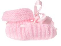 En pink behandla som ett barn bootee med en bow Royaltyfri Bild