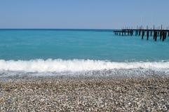 En pir i turkoshavet Fotografering för Bildbyråer