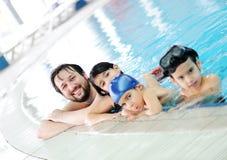 En piscina imágenes de archivo libres de regalías