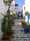 En pittoresk gata i den Kythnos ön Arkivbild