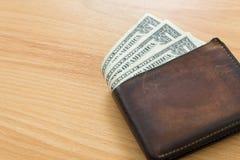 En plånbok för dollarräkning Arkivfoto