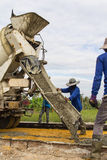 En plaçant la construction de routes en béton améliorez Photos libres de droits