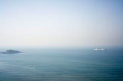 En plats av havet runt om Qingdao Royaltyfri Fotografi