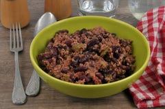 En platta av chili con carne fotografering för bildbyråer