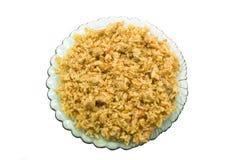 En platta av mat på vit bakgrund Arkivfoto