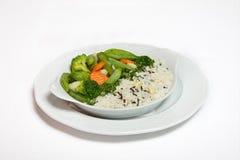 En platta av ris med grönsaker Arkivbilder