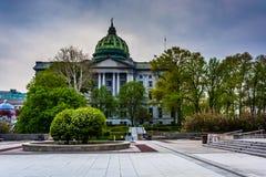 En plaza och den statliga Kapitolium i Harrisburg, Pennsylvania Arkivbilder